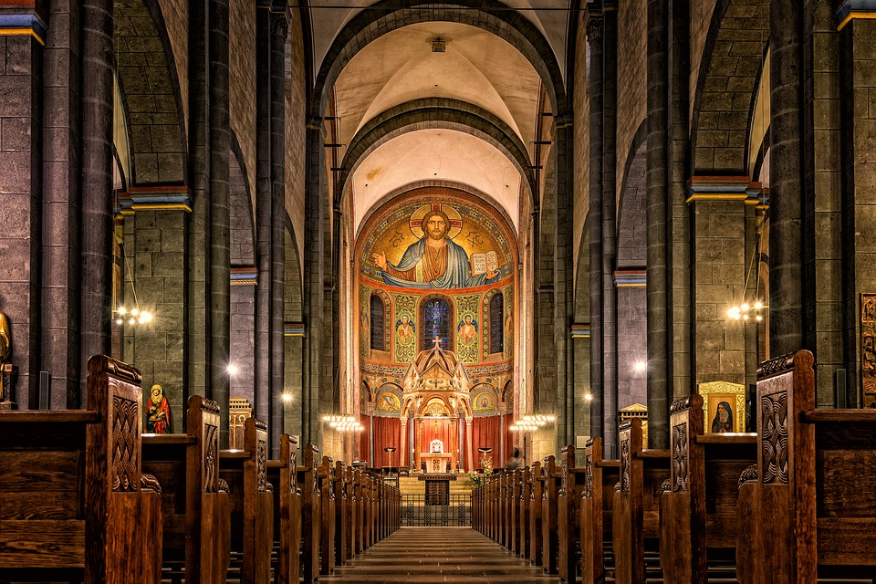 Store kirker har ofte flotte malerier og materialer