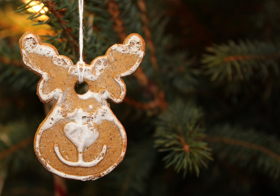 gingerbread christmas tree burning frosting