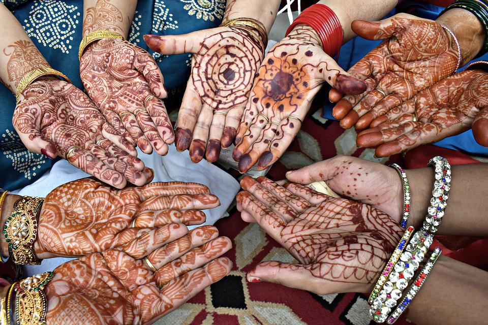 Mehndi In Hands : Mehndi hands bangles · free photo on pixabay