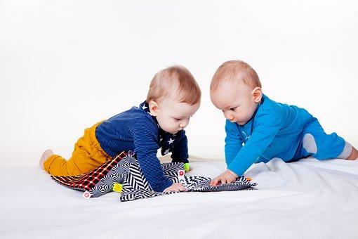 Les Petits Enfants, Charmant, Amusement