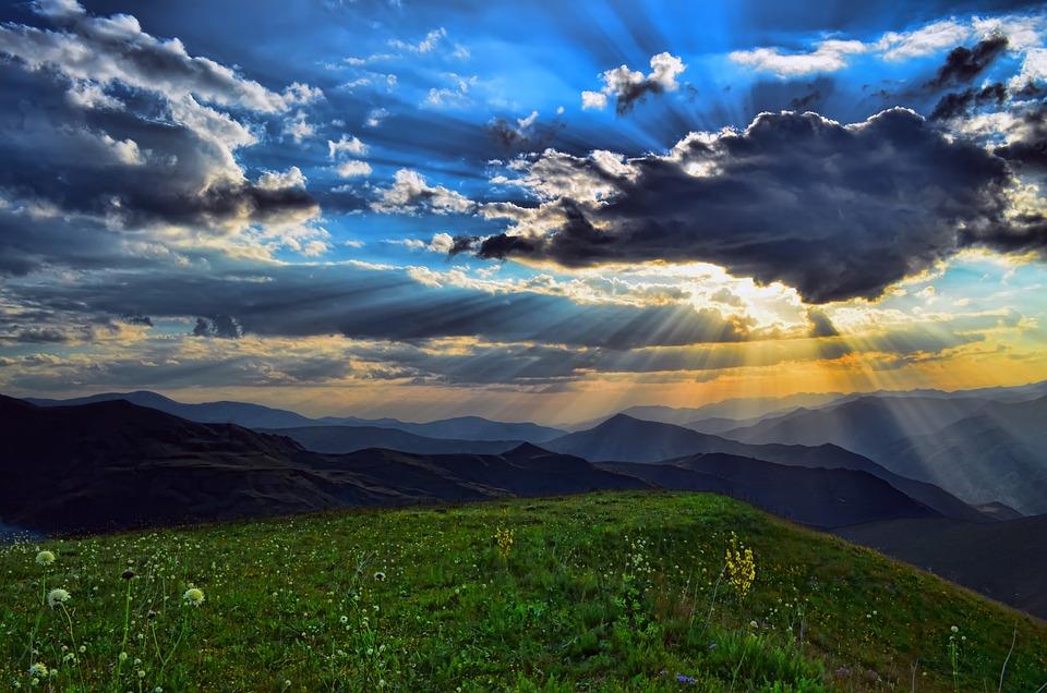 Munţi, Câmp, Nori, Lumina Soarelui, Sky, Vârf