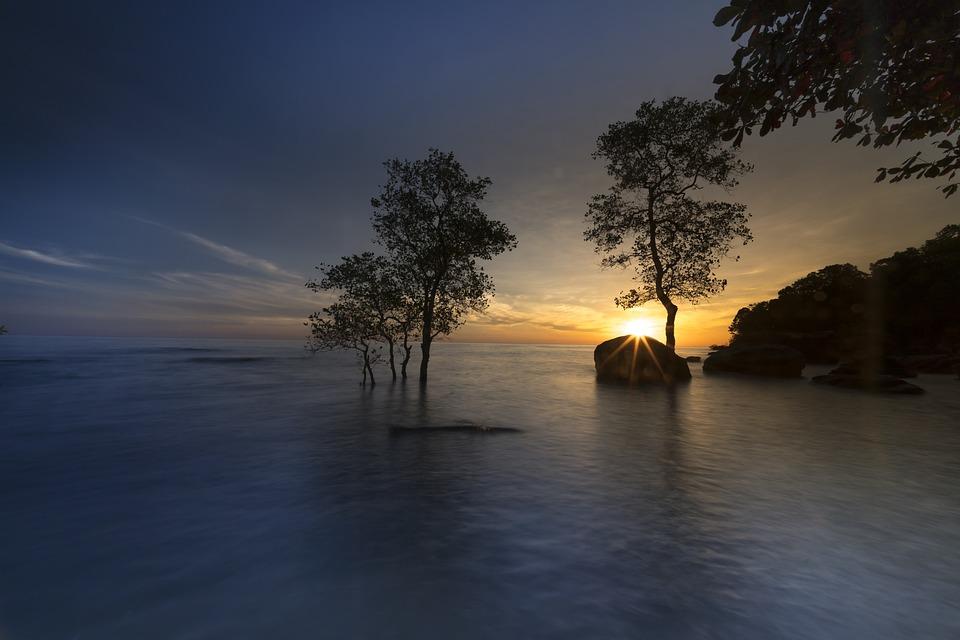Sonnenuntergang vor dem See/Meer