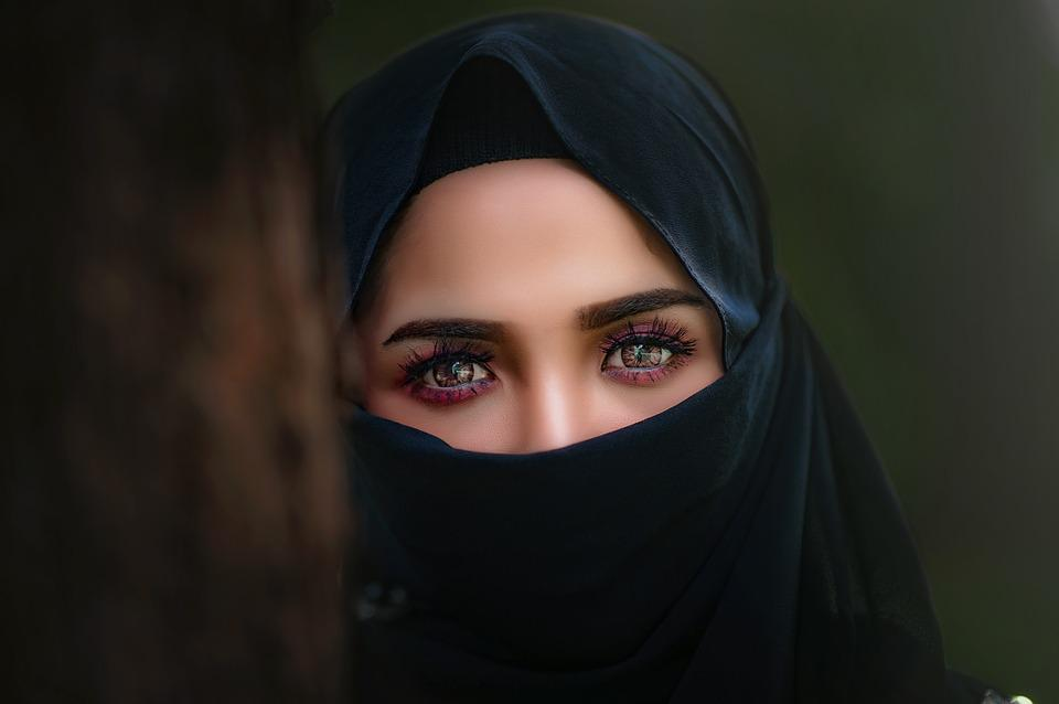 https://cdn.pixabay.com/photo/2018/01/06/09/25/hijab-3064633_960_720.jpg
