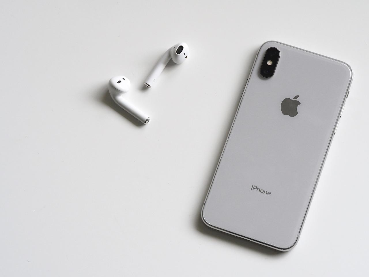 L'iPhone 12, deux nouvelles montres Apple et des écouteurs AirPods supra-auriculaires à l'automne, selon Bloomberg