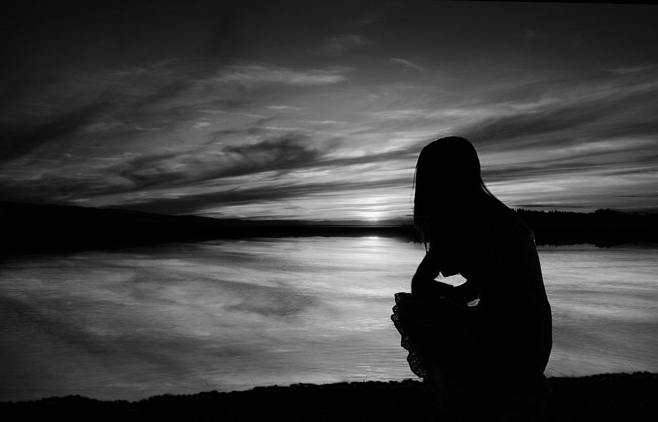 Картинки грустные черно-белые