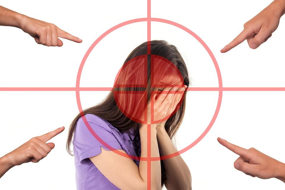 Skam er en sosial følelse som oppstår når vi ser oss selv med andres øyner og opplever det vi ser som negativt.