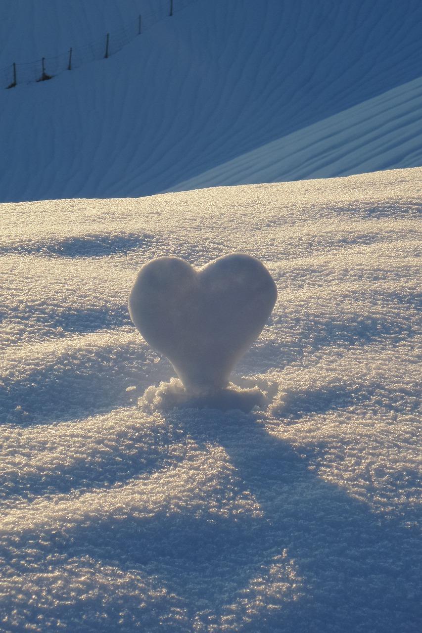 вашему картинки сердце на снегу отеля могут выбрать
