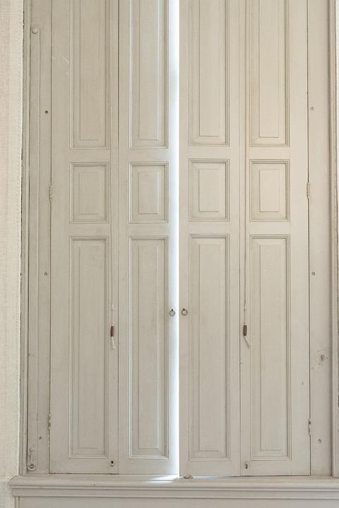 à Lu0027intérieur Porte Maison Bois Classique Manoir