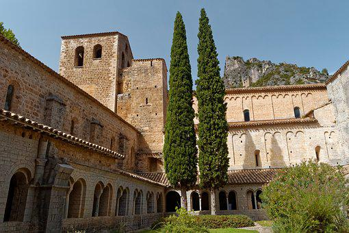 Saint-Guilhem, Le-Desert, Romane, France