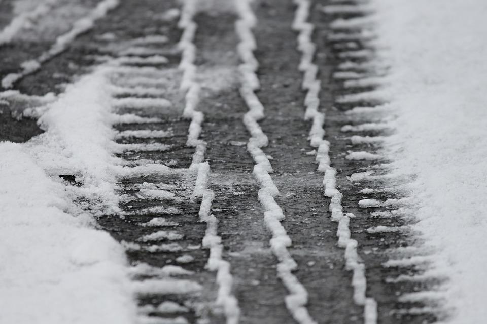 пециалисты Российского дорожного научно-исследовательского института выступили с предложением ограничить скорость движения автомобилей зимой