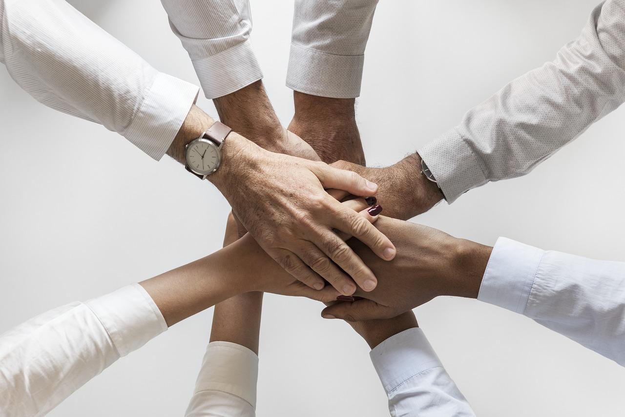 人, 手, 達成, グループ, ヘルプ, サポート, チーム, チーム作り, チームワーク, 一緒に, 統一