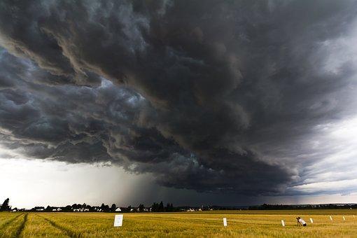 битва між хмарами