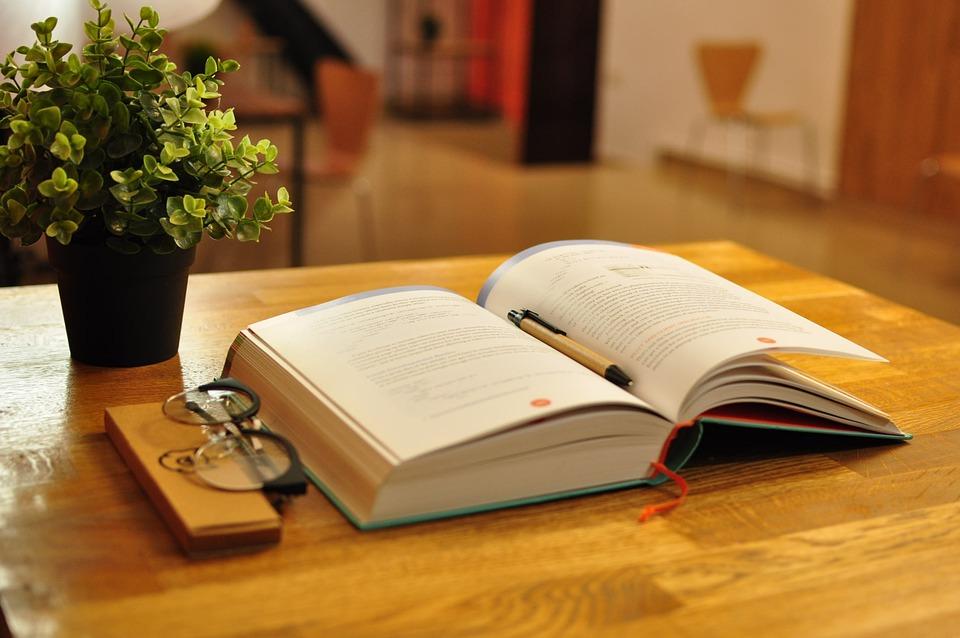 "Картинки по запросу ""учебники стол"""