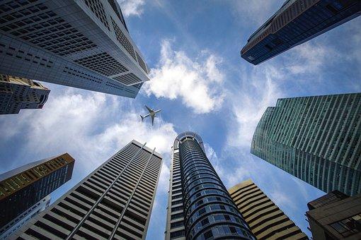 標普全球評級下調恒大及其子公司評級至「CC」,金管會揭露台灣金融業對恆大集團曝險情況,2家銀行曝險,授信總額在5億元以內;44檔境內基金&41檔境外基金共曝險17.13億。