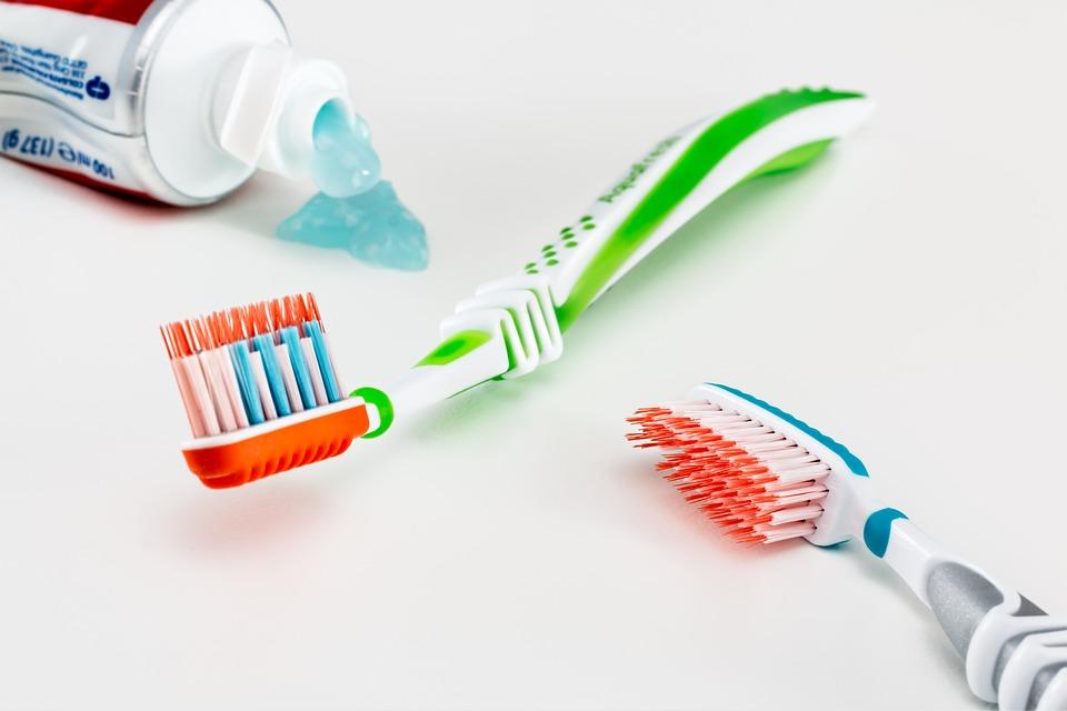 toothbrush-3191097_960_720.jpg