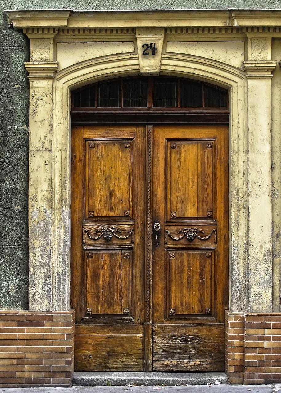 Красивая старинная дверь фото