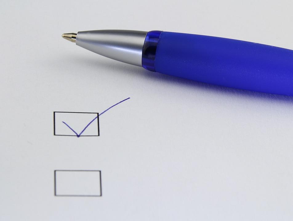 オフィス, 選択, 書きます, 紙, チェック ボックス, 行わ, ペン, 日雇い労働者, 選択します