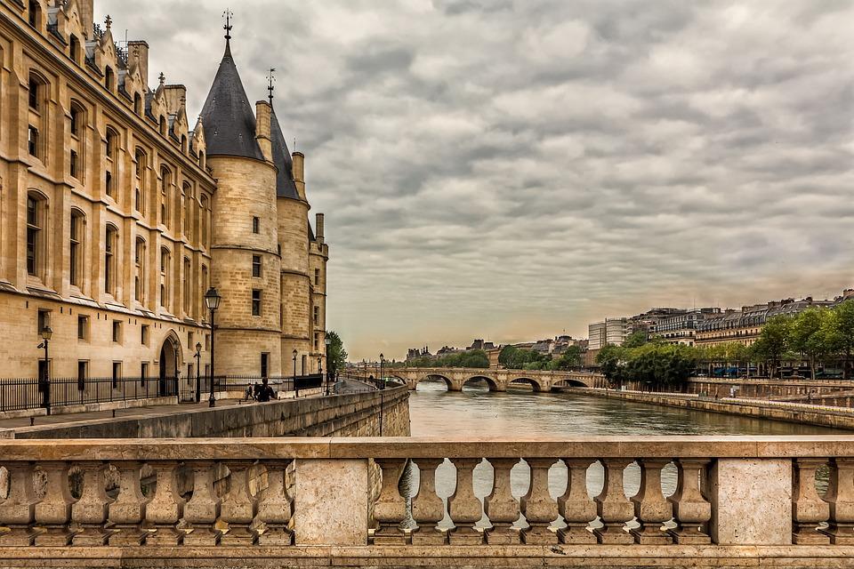 Párizs, A Szajna Partján, Építészet, Concierge, Híd, Ég