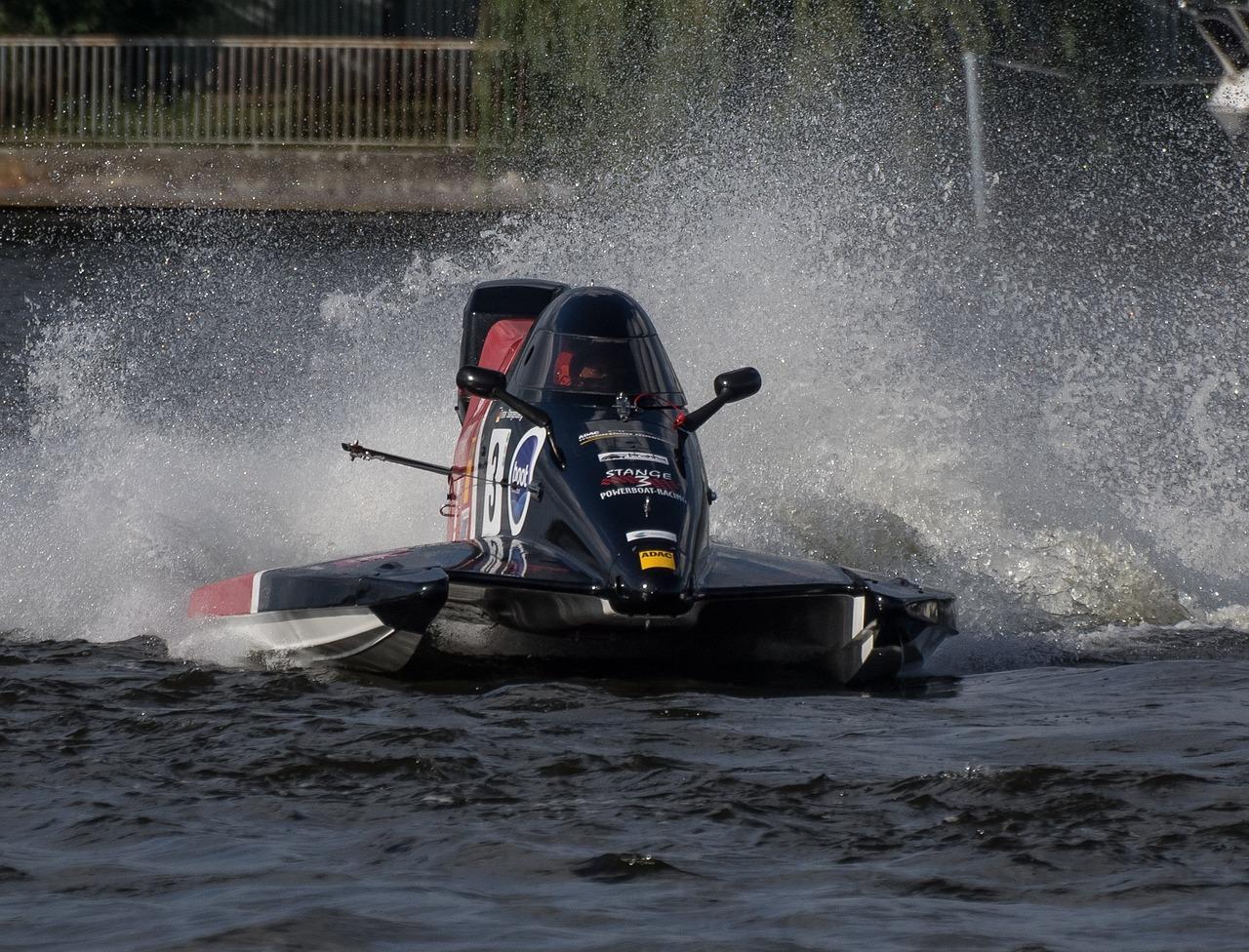 если кто гоночная лодка фото вам нравится