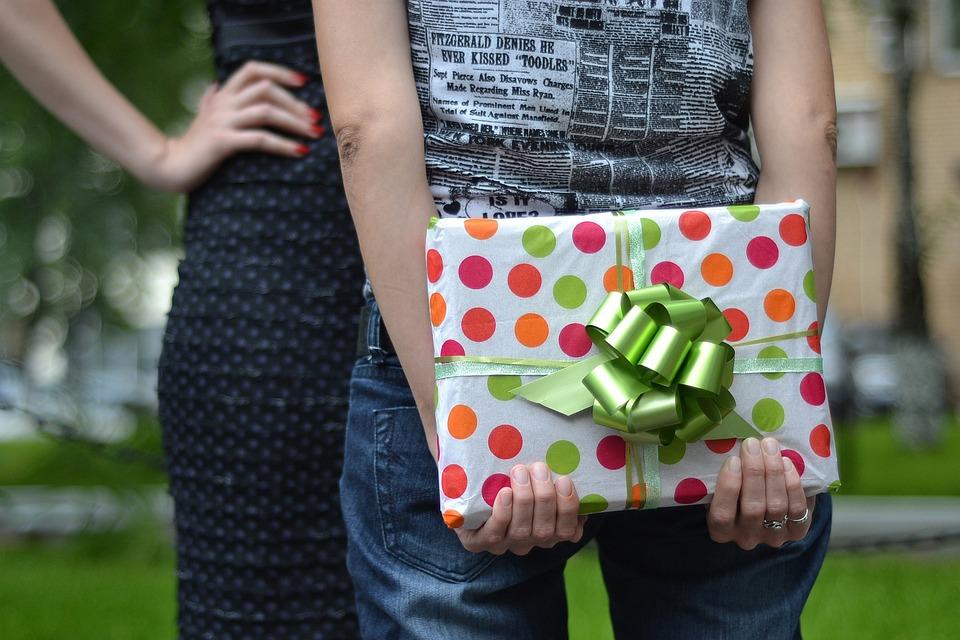 Что подарить девушке на юбилей 30 лет советы для родственников и любимого мужчины
