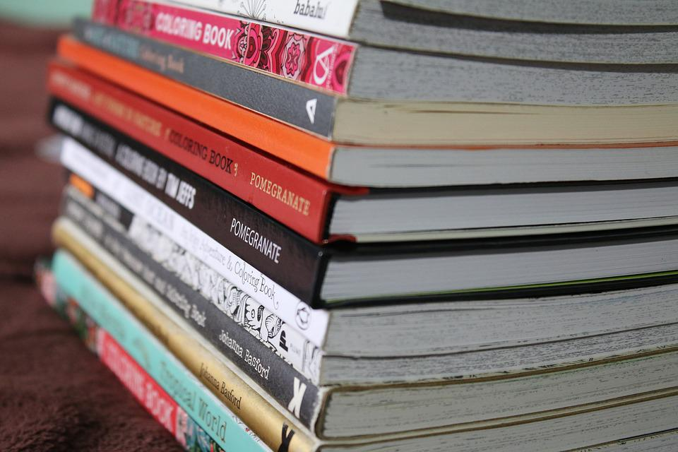Des Livres De Coloriage Livre Pile Photo Gratuite Sur Pixabay