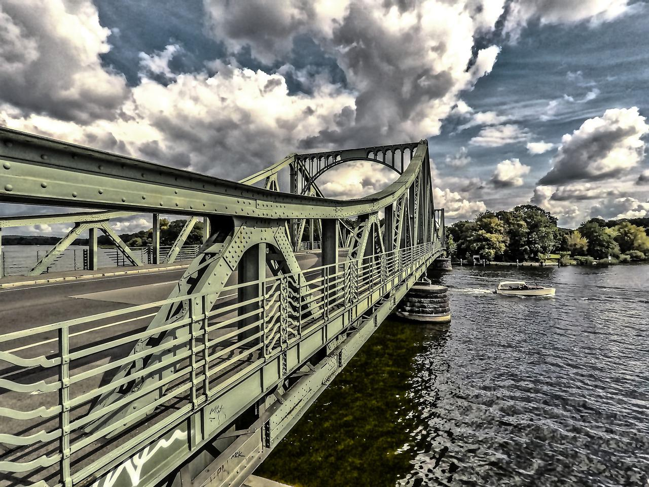 смысл моста на картинке это время схимница