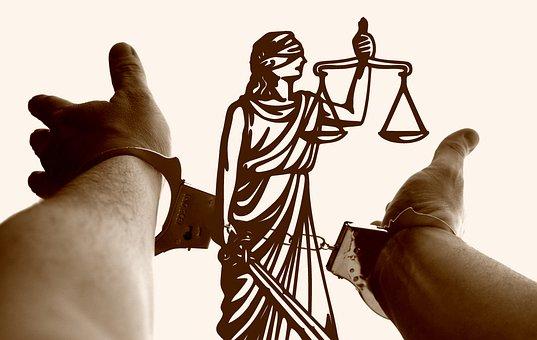 Justitia, Horizontales, Las Manos