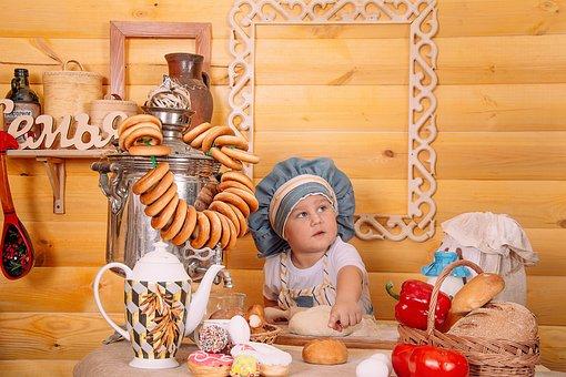 Bayi, Makanan, Pembantu Koki