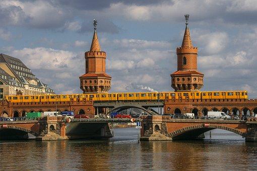 Curiosidades de Berlín, Puente de oberbaumbrücke
