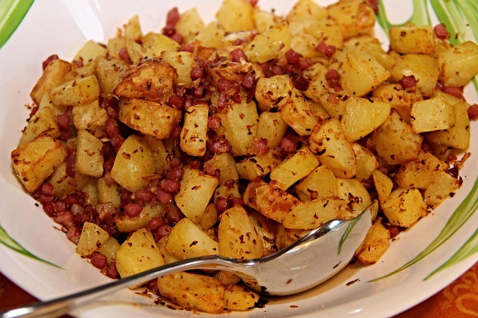 Bratkartoffeln, Speck, Zwiebeln, Kartoffeln, Stücke