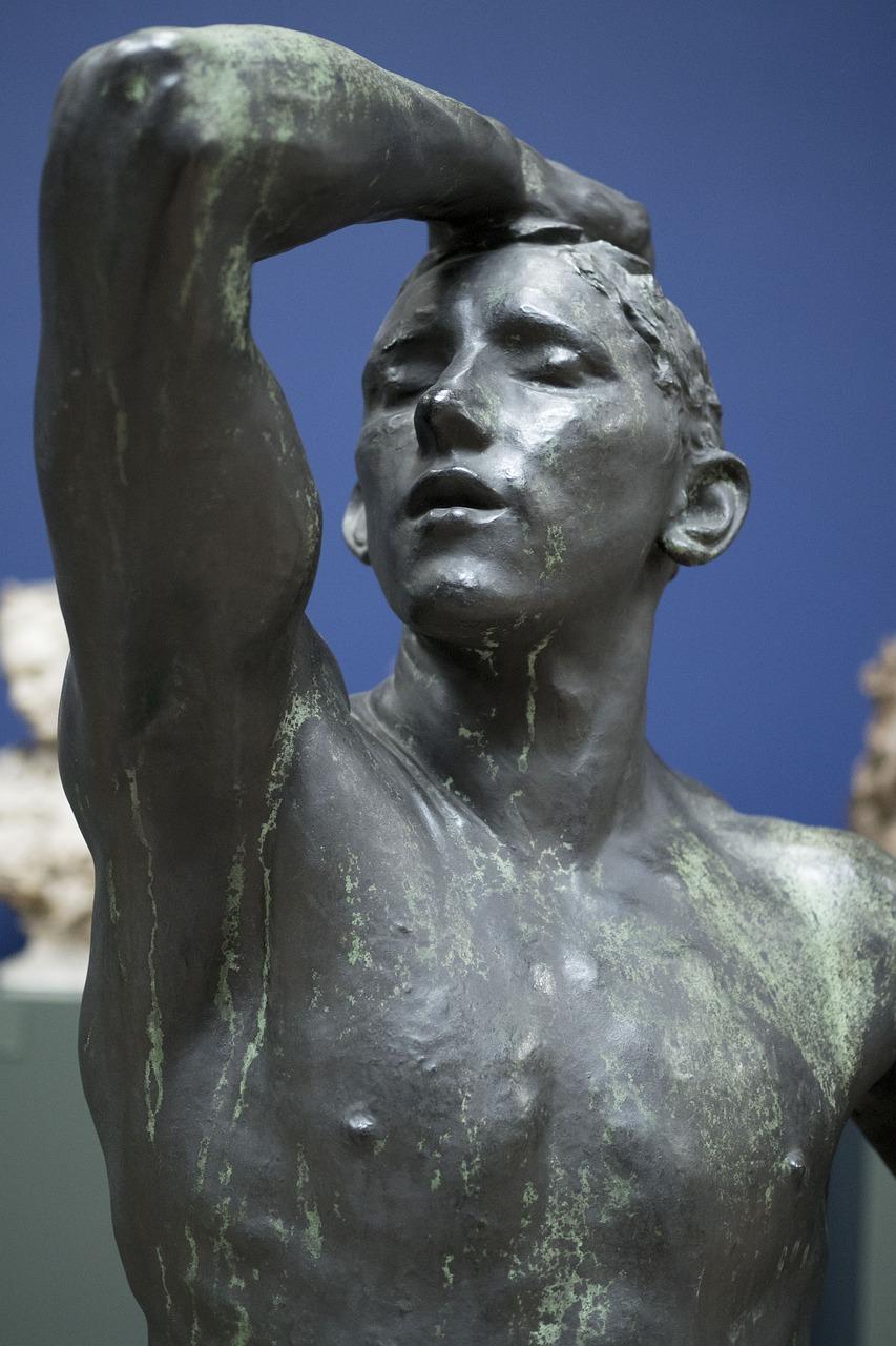 Фото скульптуры людей сшить
