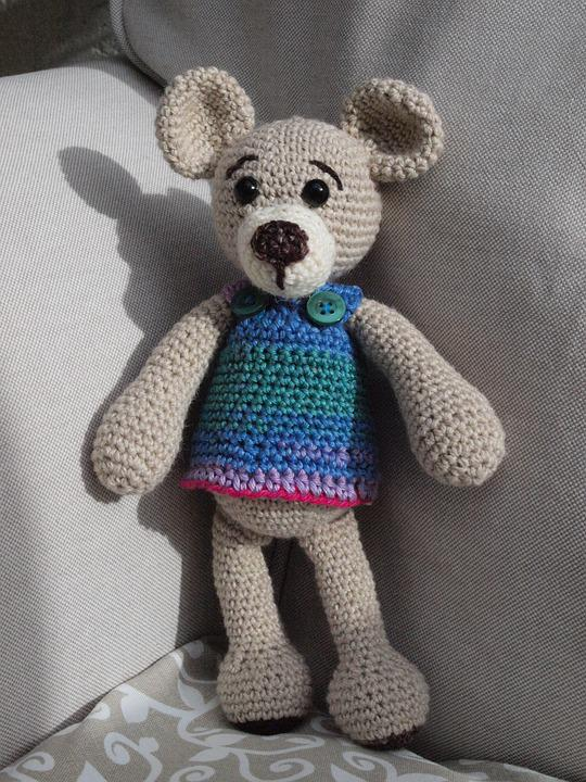 Amigurumi bear in sweater crochet pattern | Amiguroom Toys | 720x540
