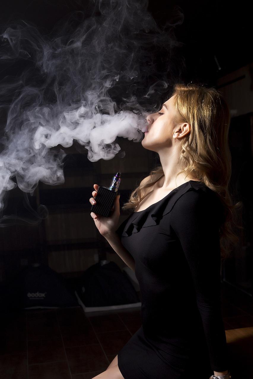 чего сделать фото с дымом сигарет грецкие орехи имеют