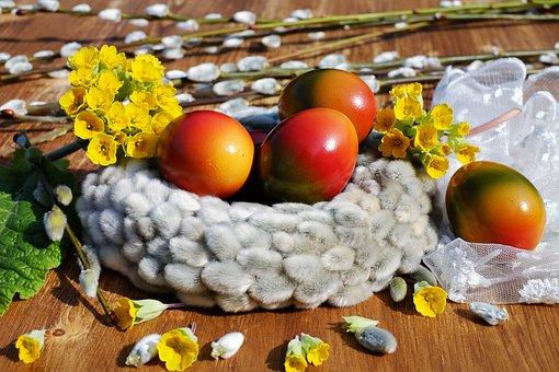 https://cdn.pixabay.com/photo/2018/03/25/16/53/easter-eggs-3259929__340.jpg