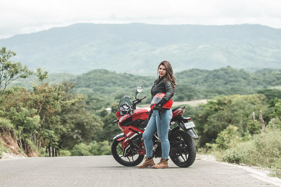 Ride Safe - Buying The Right Motorcycle Helmet For Women