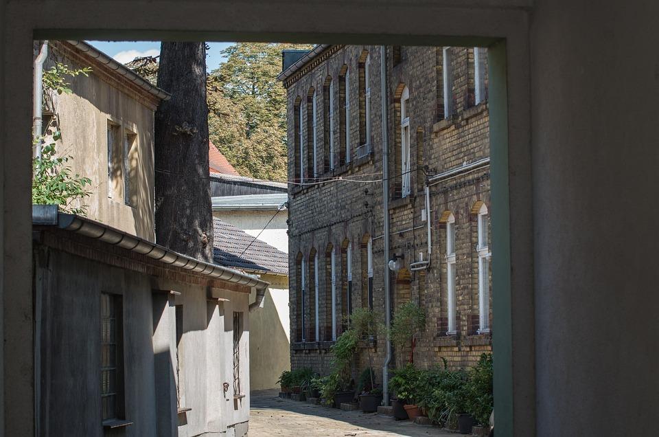 Architektur Hinterhof Fenster Kostenloses Foto Auf Pixabay