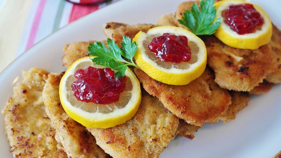 https://cdn.pixabay.com/photo/2018/03/31/19/29/schnitzel-3279045_960_720.jpg