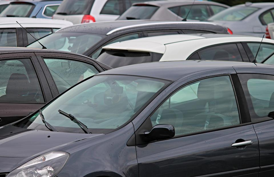 Петербургу угрожает массовое закрытие автостоянок
