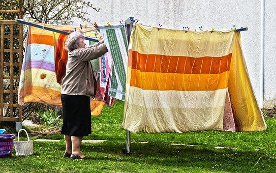 洗濯, 物干しラック, 洗濯物を干し, ハング, 歳の女性, 女性, 洗濯の日