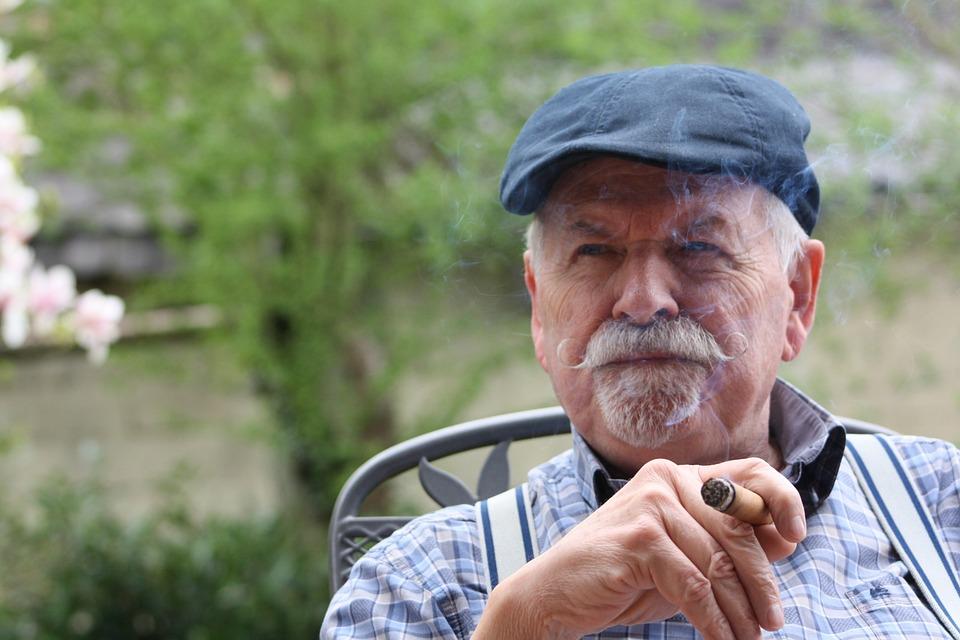 Un homme âgé | Photo : Shutterstock