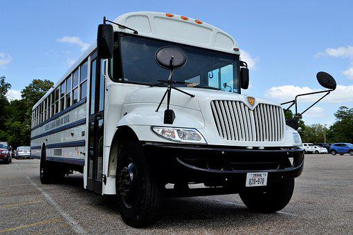 Keuntungan Bepergian dengan Bus Charter