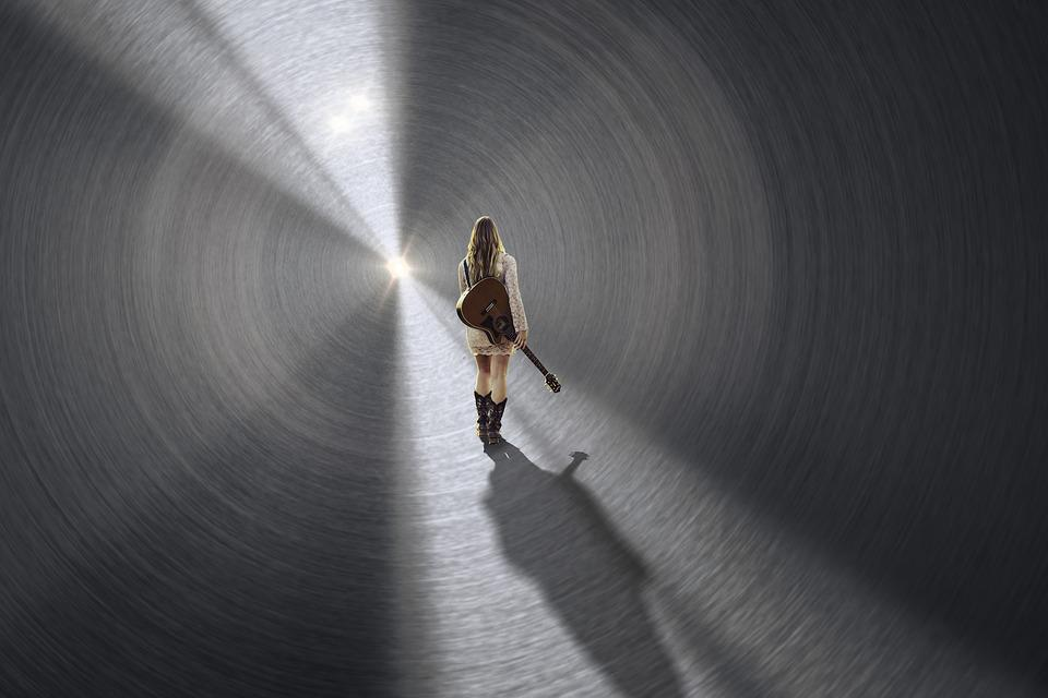 De Mens, Gitaar, Meisje, Tunnel, Licht, Sun