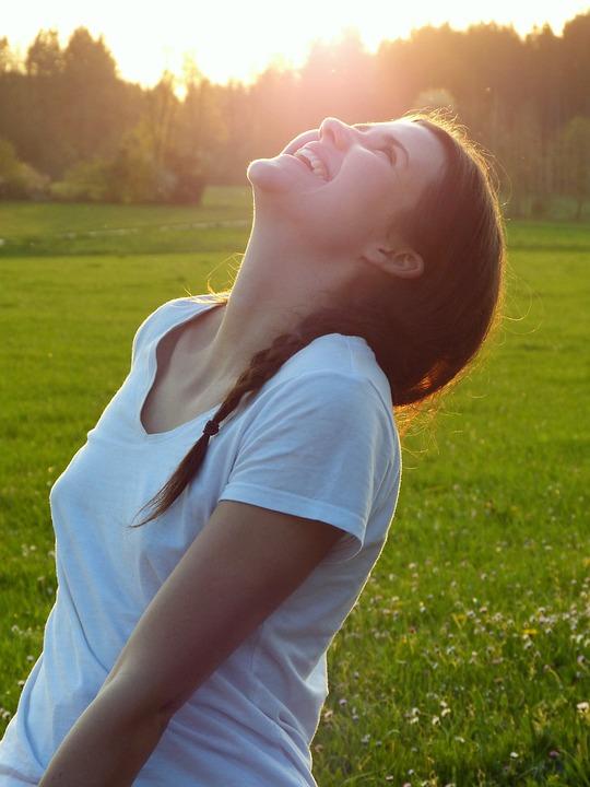 Mädchen, Frau, Wiese, Sonnenuntergang, Lachen, Genießen