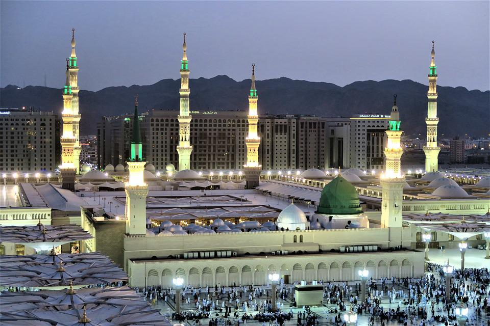 Also known as the Prophet's Mosque, this mosque is majestic. Source: Pixabay
