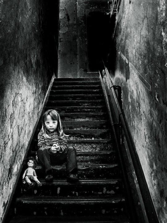 Bildmanipulation, Mädchen, Puppe, Treppe, Stufen