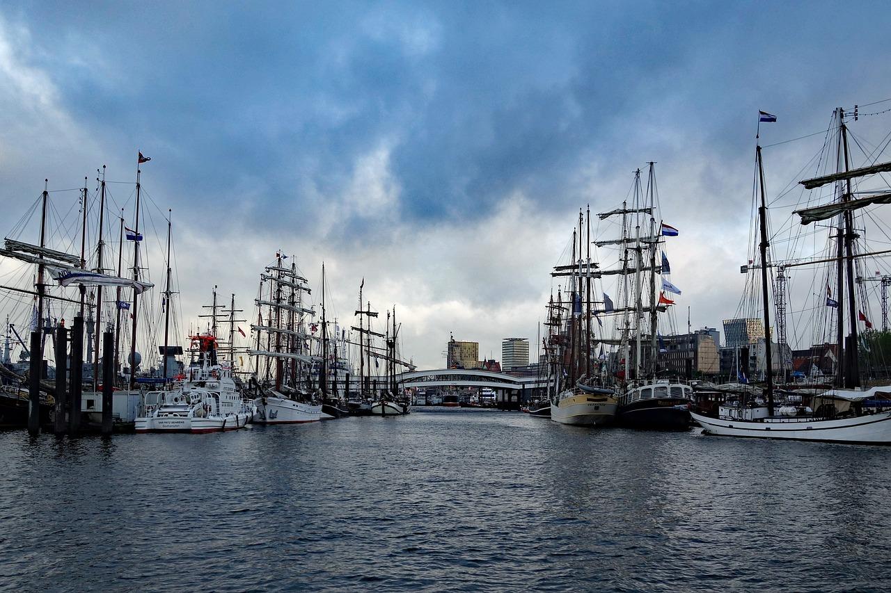 фото морской порт парусники решил изобразить