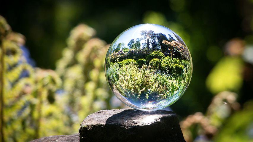 Фото через стеклянный шарик