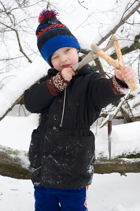 いじめ, 掲示板の方が楽しく, 冬, 男子生徒, ティーン, いたずら, 赤ちゃん, 少年, 危険な, 風邪