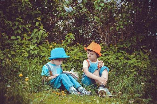 Park, Ogród, Dzieci, Chłopcy, Czytają