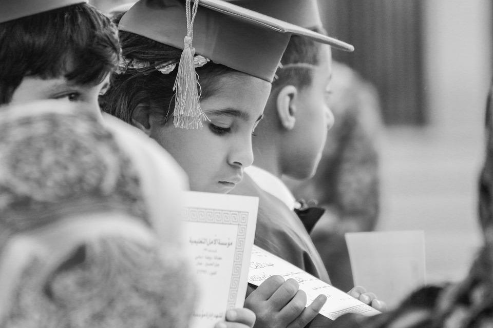 小さな女の子, 卒業, 学校, 子, 大学院, ガウン, 教育, 学生, 小児期, 少し, 知識, 幸せ